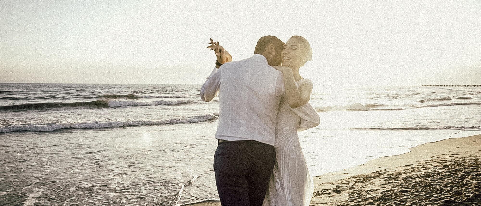 Matrimonio In Spiaggia Forte Dei Marmi : Matrimonio in spiaggia versilia al tramonto matrimonio in toscana