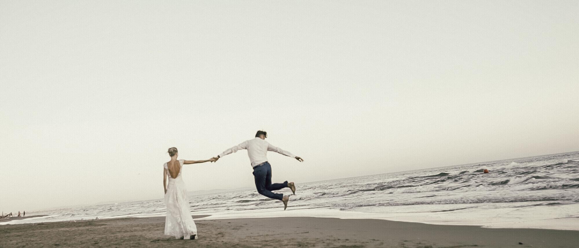 Matrimonio In Spiaggia Forte Dei Marmi : Un matrimonio sulla spiaggia a forte dei marmi monica e philippe